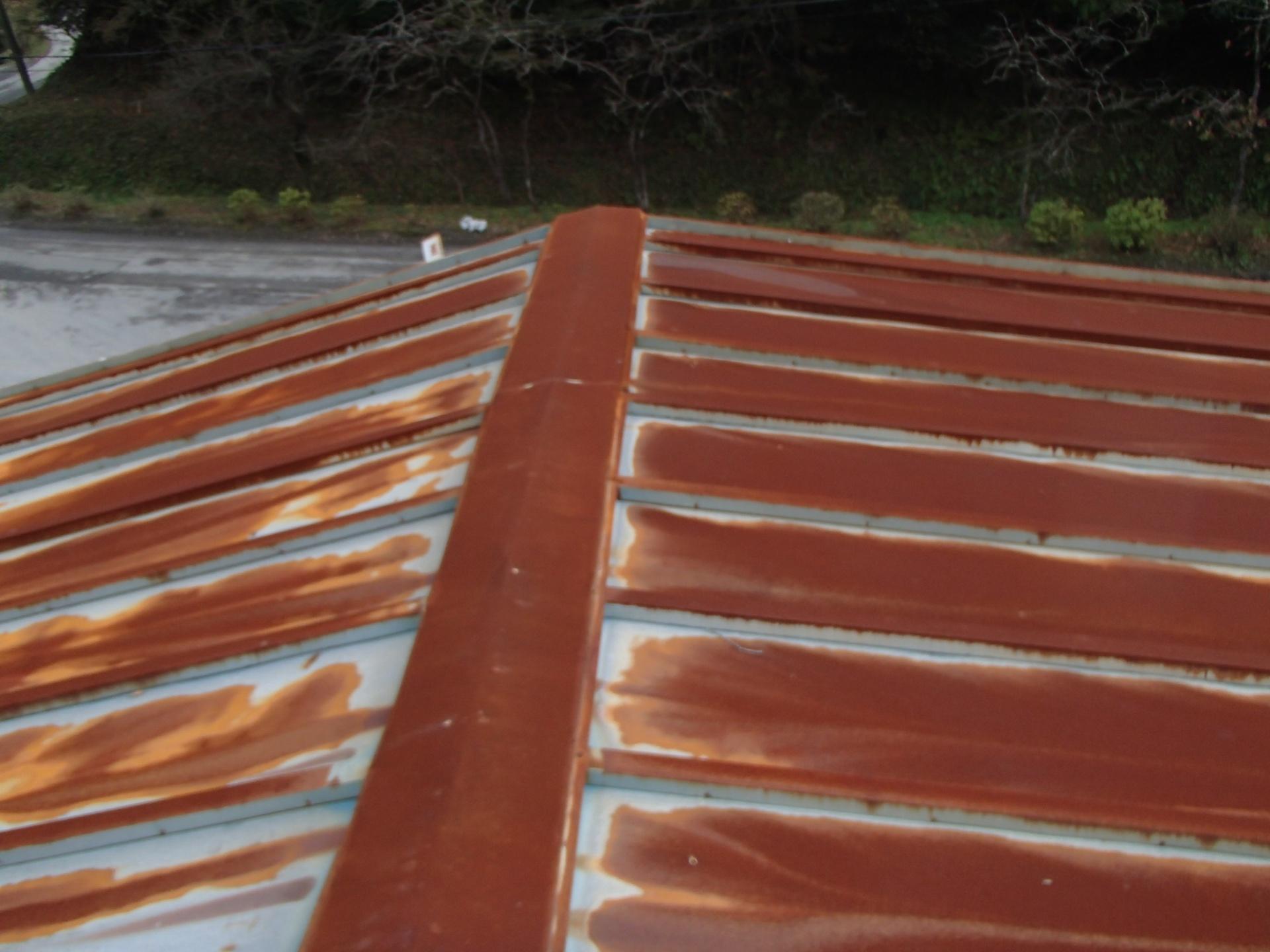 四街道市で錆びた瓦棒屋根を調査、屋根カバー工事をご提案