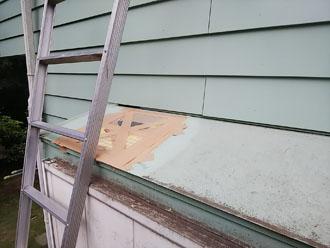 重量物が落下した出窓の屋根