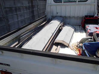 廃材はトラックへ整理整頓